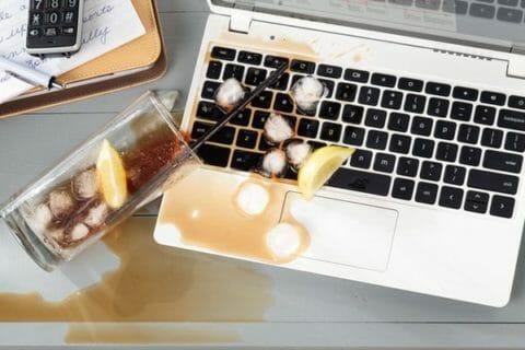 zalany laptop cola